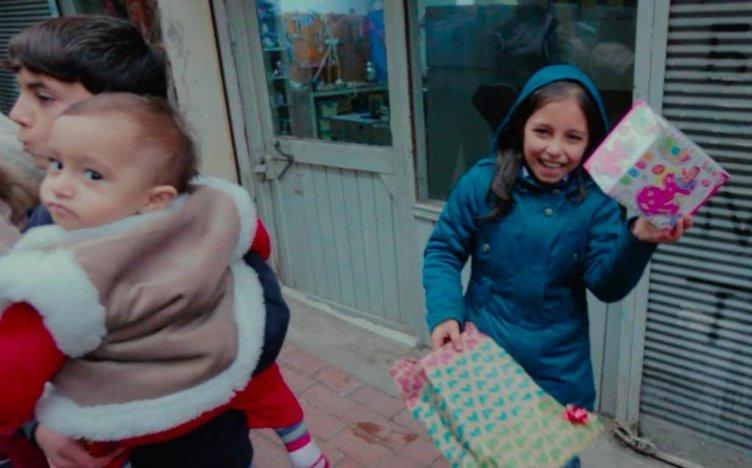 Sokaklardaki çocuklara yeni yıl sürpizi