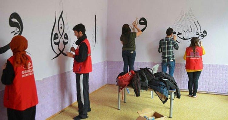 Afyonkarahisarlı gençlerden Kur'an Kursu duvarına sanatsal dokunuş