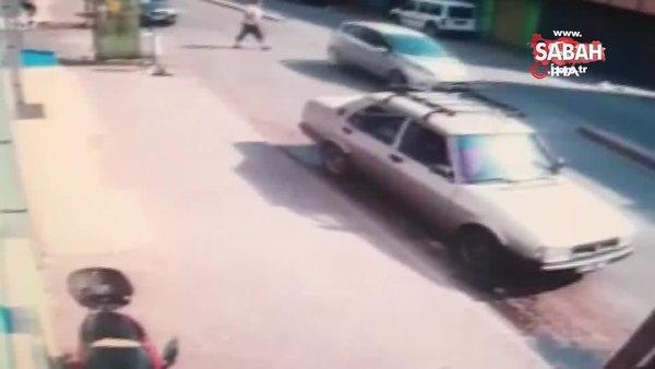 Adana'da motosiklet sürücüsünün yayaya çarpıp kaçtığı anlar kamerada | Video