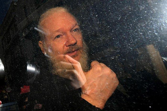 site:sabah.com.tr julian assange ile ilgili görsel sonucu