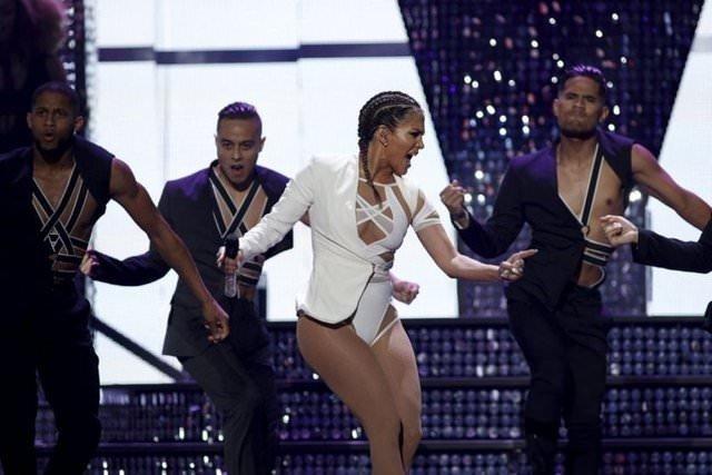 Jennifer Lopez yürek hoplattı!
