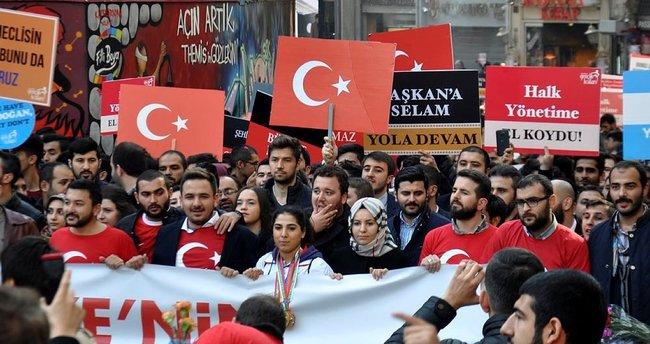 AK Parti İstanbul Gençlik Kolları İstiklal Yürüyüşü düzenlendi