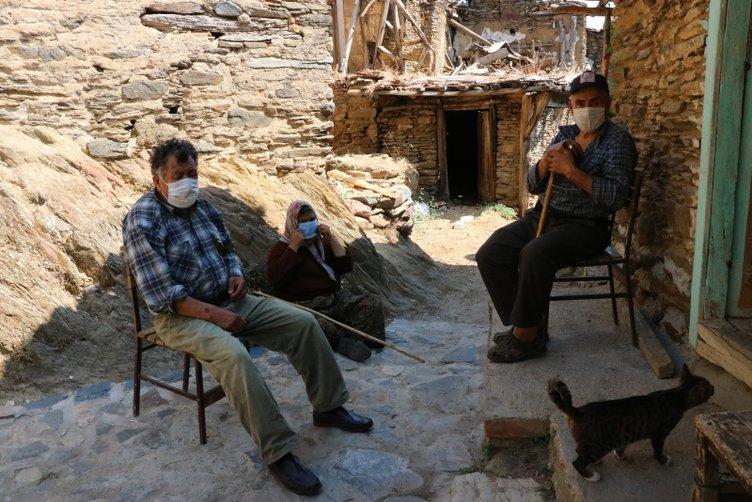 """Sadece 5 kişinin yaşadığı """"kendinden sosyal mesafeli"""" köy"""