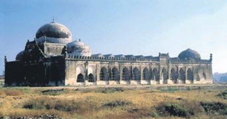 Cami arazisine tapınak tartışması