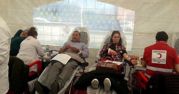 Öğretmen ve veliler kan bağışladı