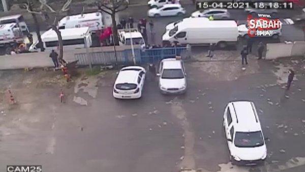 Güngören'de kamyonetin yayaya çarptığı feci kaza kamerada   Video
