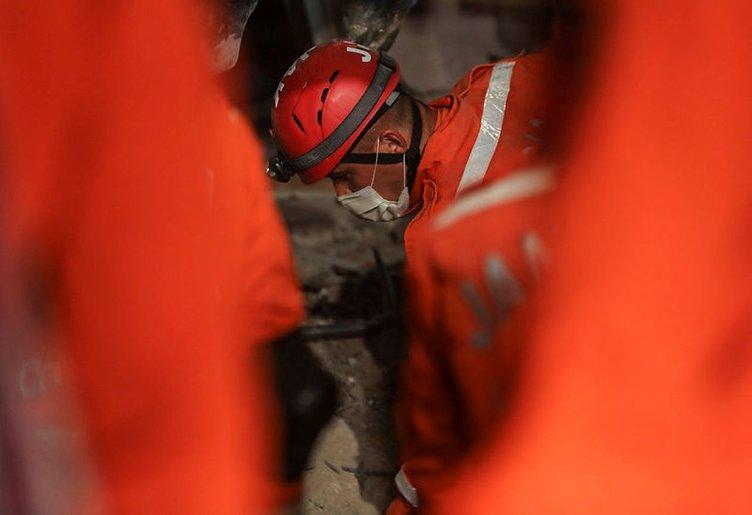 İzmir'den son dakika: Türkiye İzmir'e ağlıyor! AFAD afet bölgesindeki son durumu bildirdi! 24 Ölü 804 yaralı...