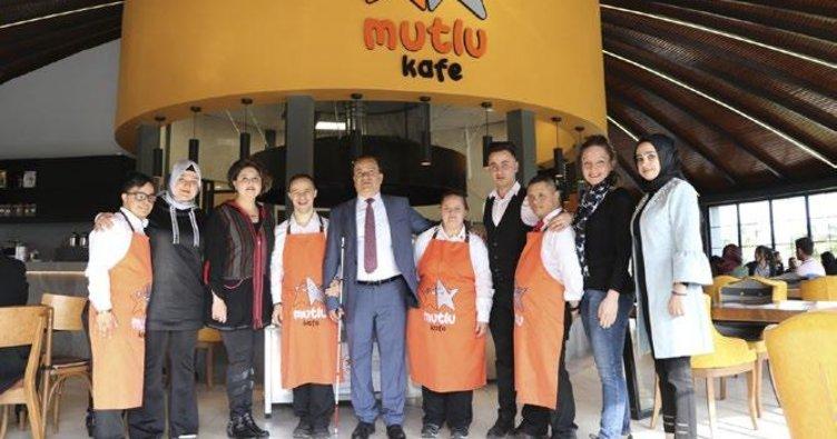 Mutlu Kafe'nin özel çalışanları