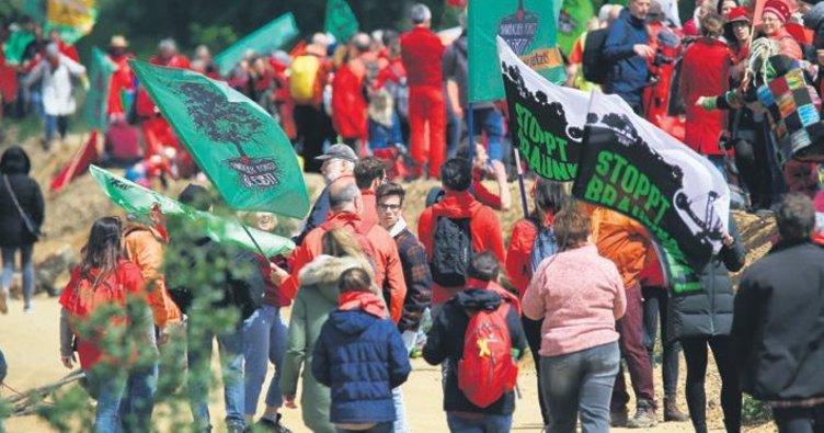 Çevrecilerin protestosu sürüyor