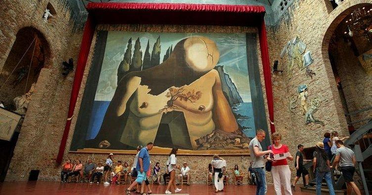 """""""Salvador Dali'nin mezarı açılmasın"""""""