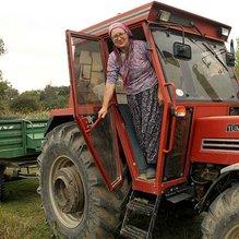 Çiftçi Feride Ablanın azmi takdir topluyor