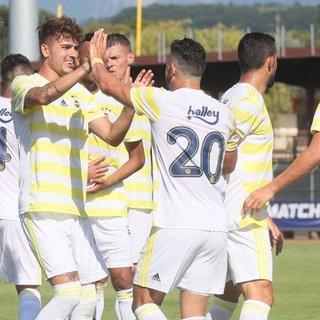 Fenerbahçe ilk galibiyetini 3 golle aldı