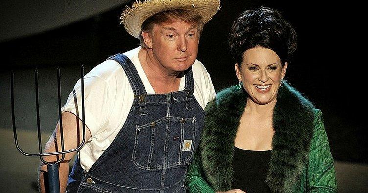 Trump tarım yasasını imzalayacağını çiftçi kılığıyla şarkı söyleyerek duyurdu