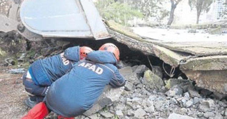 Kahramanmaraş'ta boş bina çöktü