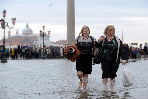 Sel Venedik'i vurdu