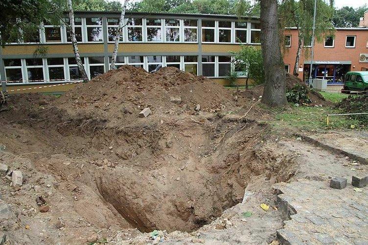 Okul bahçesinde 2. Dünya Savaşı'ndan kalma bomba bulundu