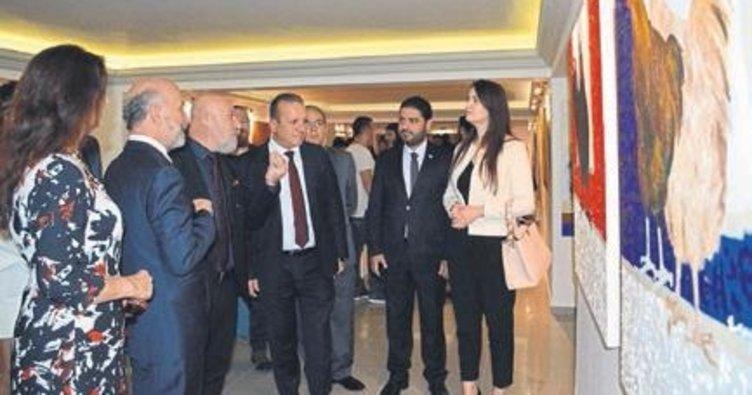 Öğretim elemanlarının sergisini Bakan açtı
