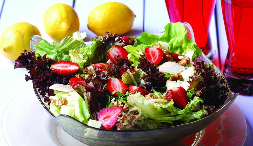 Çilekli Yeşil Salata