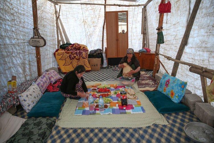 İlk iftarı çadırda açtılar!