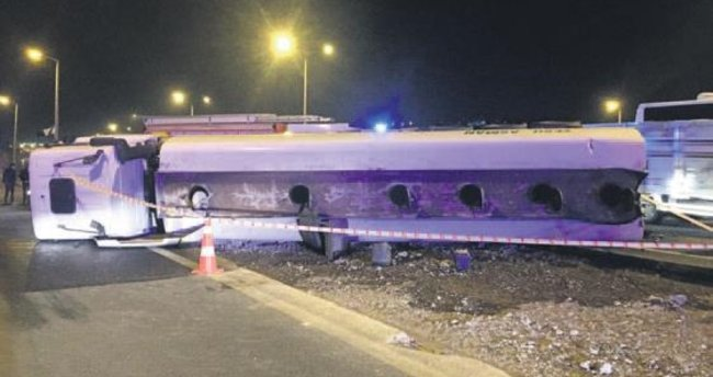 Otobüs akaryakıt tankeriyle çarpıştı