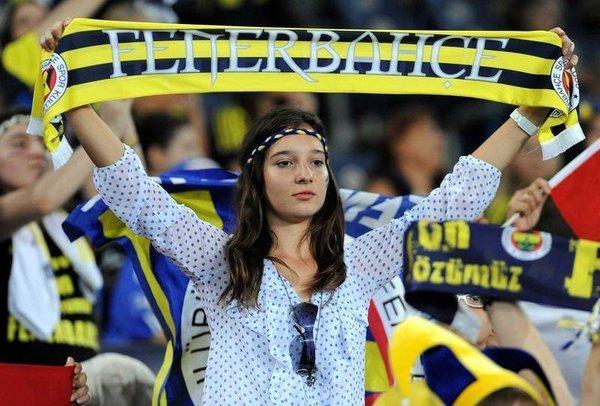 Fenerbahçe tribünleri erkeği unuttu