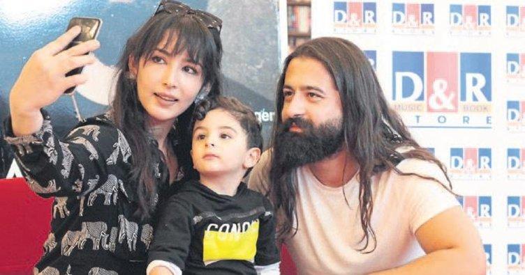 Koray Avcı Adana'da hayranlarıyla buluştu