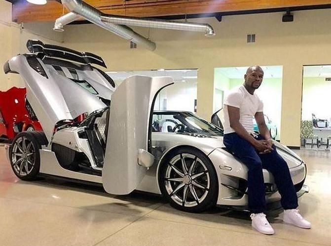 Dünyanın en pahalı otomobilini satın aldı!