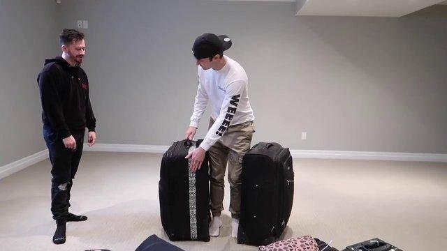 Havaalanında unutulan bavulları açınca çok şaşırdılar! Bir Türk'e ait bavuldan çıkanlar...