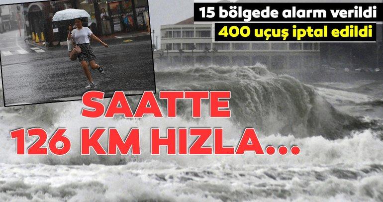 Krosa tayfunu Japonya'yı vurdu