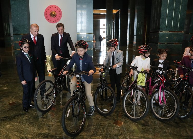 Cumhurbaşkanı Erdoğan çocukları kabul etti