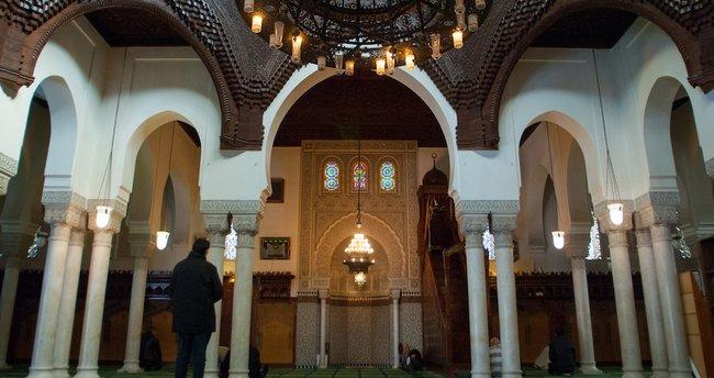 Fransa'da skandal olay! Ayet okuyan imam görevinden alındı, nedeni pes dedirtti