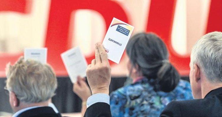 CDU/CSU'nun çöküşü sürüyor