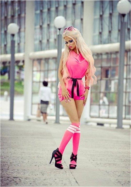 Bu dünyadaki tek derdi Barbie bebek gibi olmak