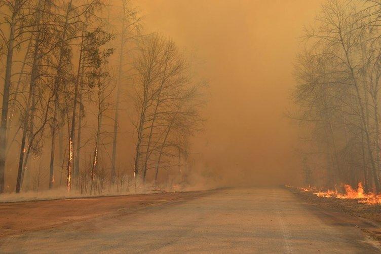Son dakika haberi: Çernobil Nükleer Santrali'ne yaklaşan yangın durdurulamıyor! Çernobil'de nerede patlamada ne oldu?