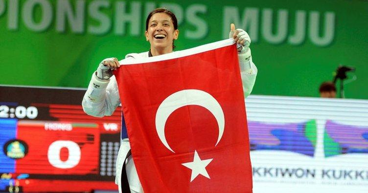 Bakan Kılıç, dünya şampiyonu Nur Tatar'ı tebrik etti