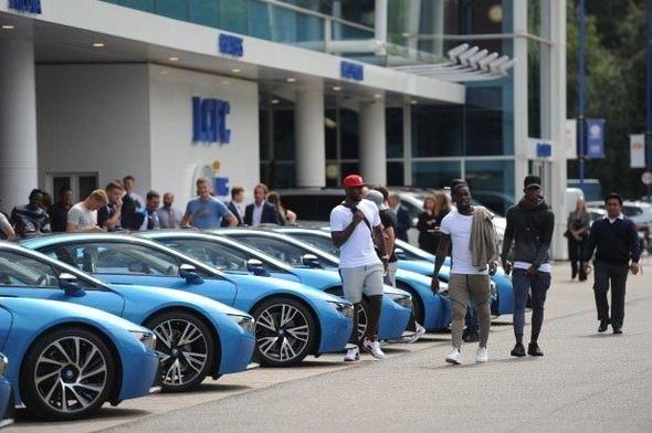 Leicester City'li futbolcuların araba derdi