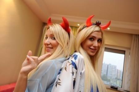 Esra - Ceyda Ersoy kardeşlere Playboy'dan mail geldi