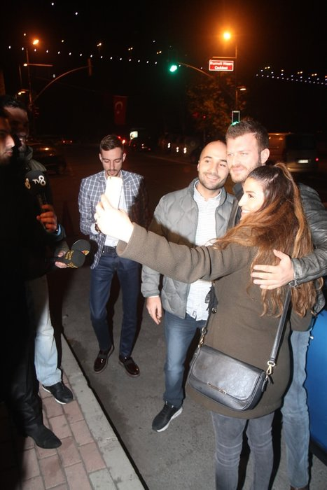 Kıvanç Tatlıtuğ özür niyetine gazetecilere konuştu!