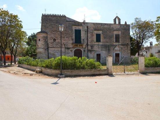Bakımsız kalan tarihi binaları halka dağıtılıyor