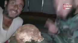 Esad rejimi askerleri mezardan kafatası çıkartıp video çekti | Video