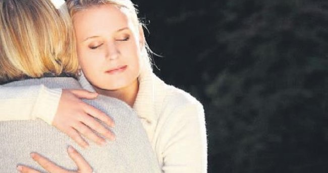 Sarılmak fiziksel acıyı azaltıyor