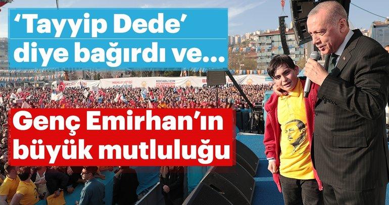 Erdoğan'ın sahneye çağırdığı Emirhan büyük sevinç yaşadı