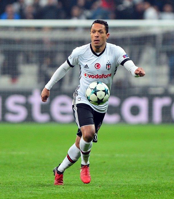 Beşiktaş'ta flaş karar! Yıldız oyuncuyla yollar ayrıldı
