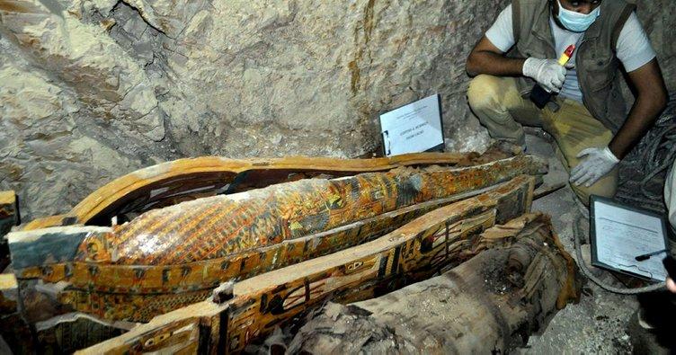 Mısır'da bir mezarda Firavun dönemine ait altı mumya bulundu