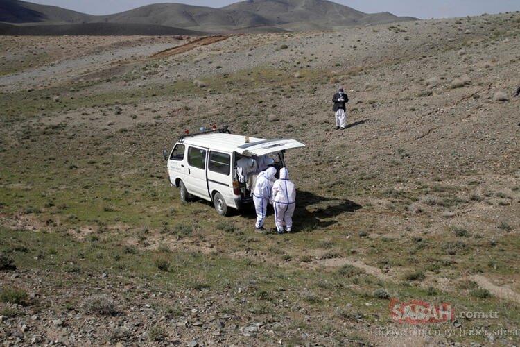 Dünya bu görüntüleri konuşuyor! SON DAKİKA:  Corona virüs kurbanını kimsenin olmadığı bir dağ başına gömüp gittiler!