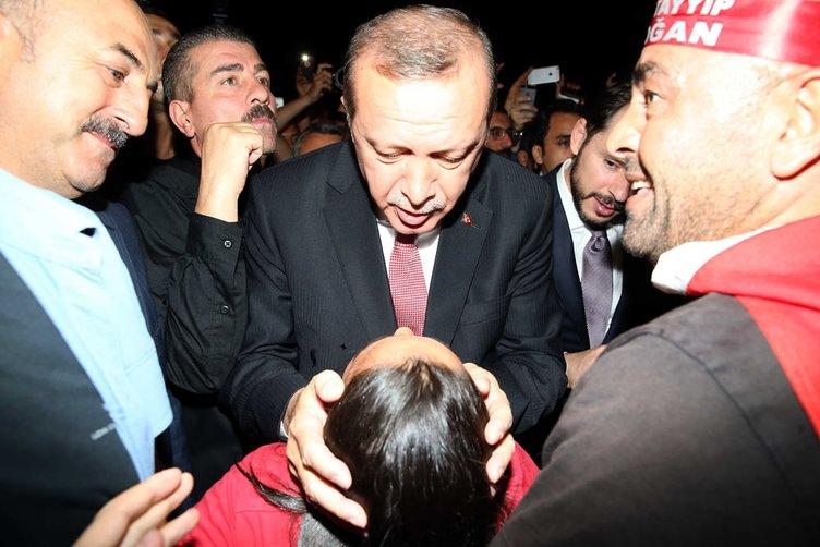 Cumhurbaşkanı Erdoğan demokrasi nöbetine katılanlarla buluştu
