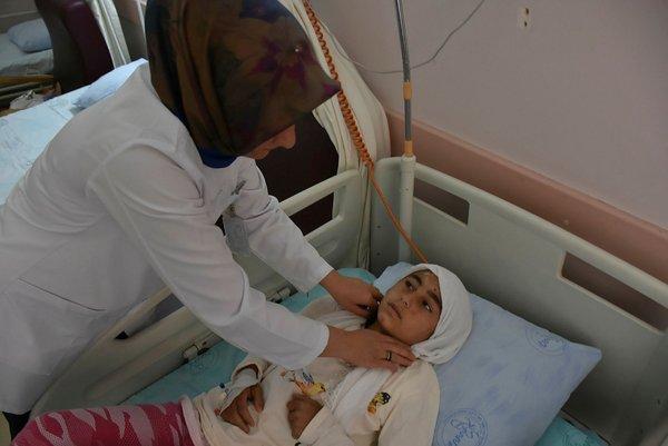 Türk askerinin enkazdan kurtardığı Afrinli çocuk sağlığına kavuşuyor