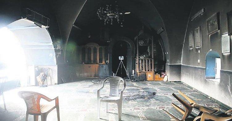Yahudiler Kudüs'te camiyi ateşe verdi