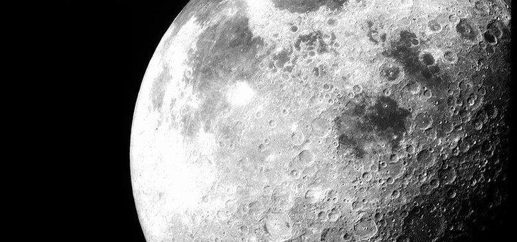 Ay gerçek değil! Aslında dev bir yansıtıcı