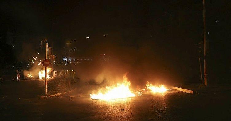 Atina'da sokaklar karıştı! Polis ile göstericiler arasında çatışma çıktı